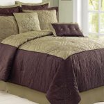 Luxurious and elegant bedding set idea with dark purple as base color and gold as secondary color