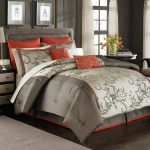 Modern bedding set in glossy beige and red