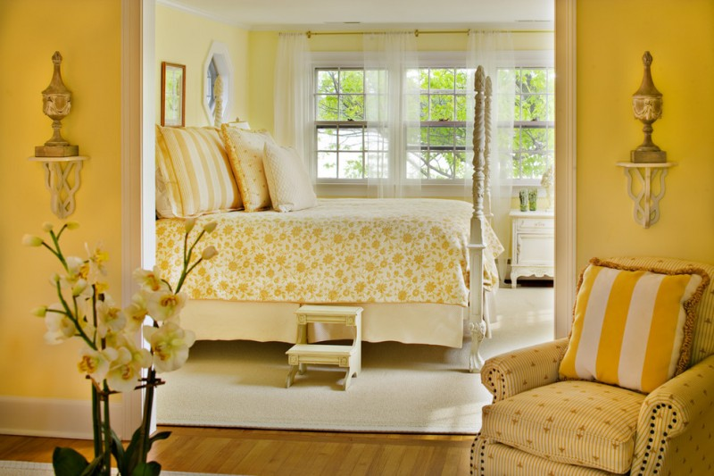 traditional bedroom idea with various mustard shades