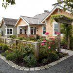 Farmhouse Style Fences Idea With Gate