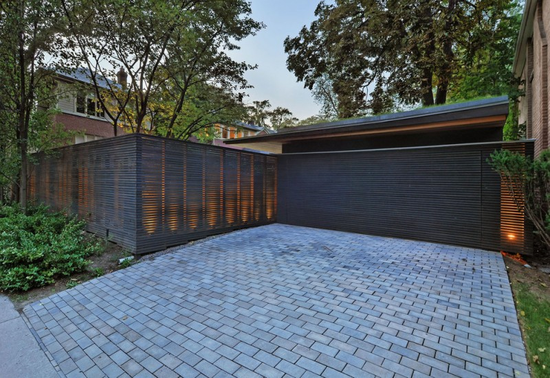 modern fencing idea in dark tone and made of horizontal wood slats
