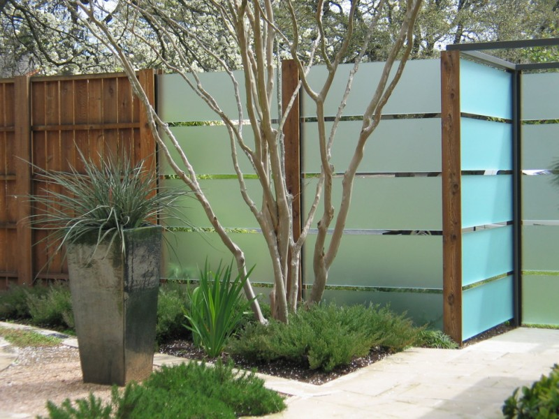 modern landscape design glass slats fencing idea installed on steel columns covered by wood
