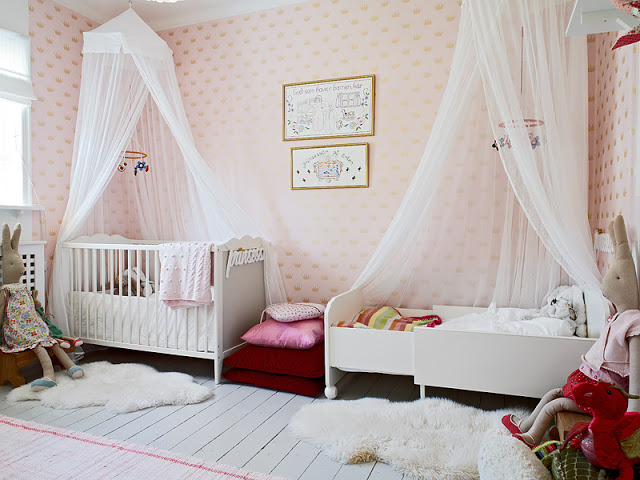 kids' room idea pastel wallpaper with motifs white baby crib with white canopy and curtain kid's bed frame with canopy and curtain kids' animal stuffs white wood planks flooring
