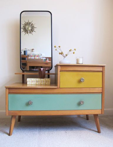 retro dressing table with frameless mirror