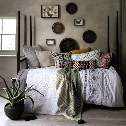 layered bed linens & throws