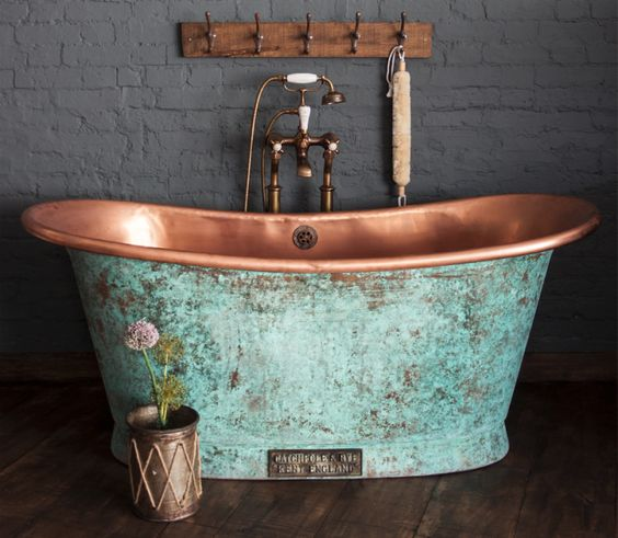copper bathtub with vintage outer finishing