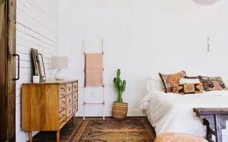Boho chic bedroom idea crispy white wall painting white bedding idea Boho pillowcases ottoman chair wood bench bed persian rug midcentury modern dresser