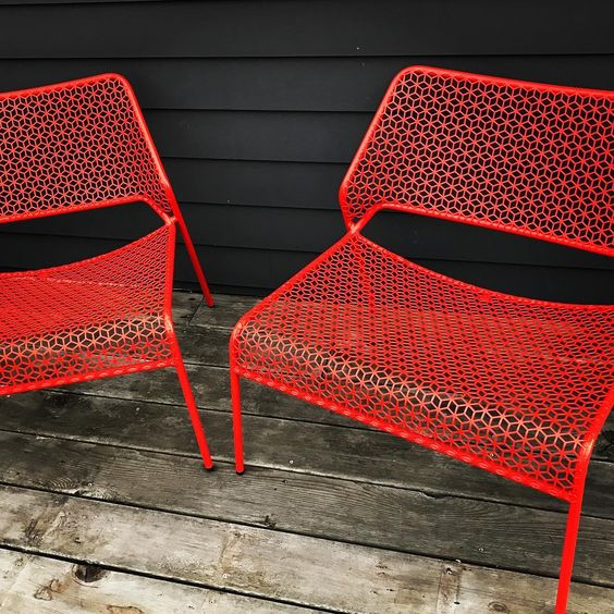 Hot Mesh Lounge Chairs in red