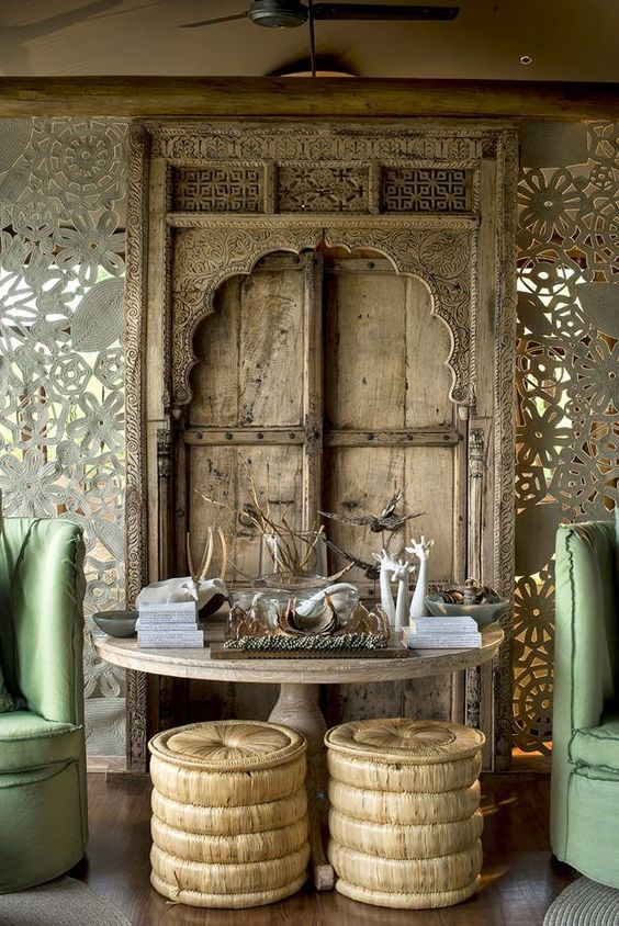 wood room divider with finest carvings