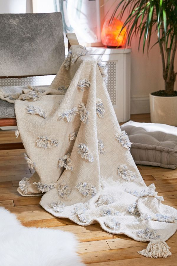 tufted throw blanket with tufted tassel fabrics in each corner