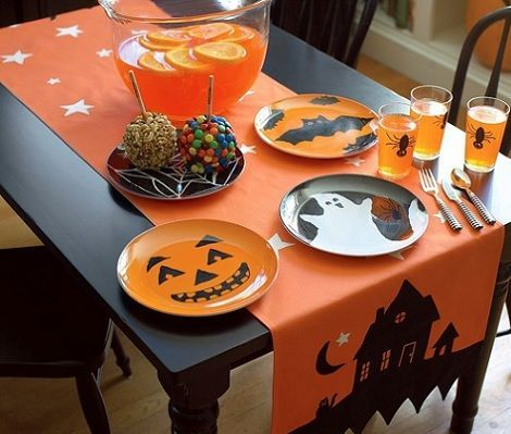 Halloween table runner in orange with stars and house pictures