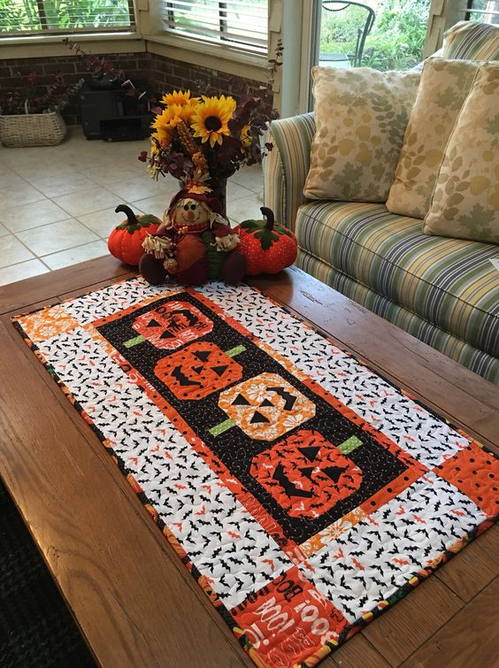 quilt Halloween table runner with little pumpkin pictures