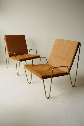 minimalist chairs with hairpin legs