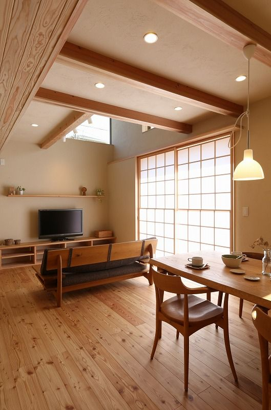 open concept idea inspired by traditional Japanese's home design wooden dining furniture wooden frame sofa with dark cushion flat TV wooden media console traditional window with shoji