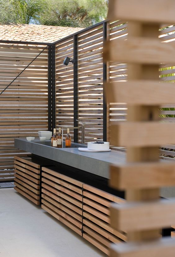outdoor kitchen idea with wood cladding walls supported with metal support bars