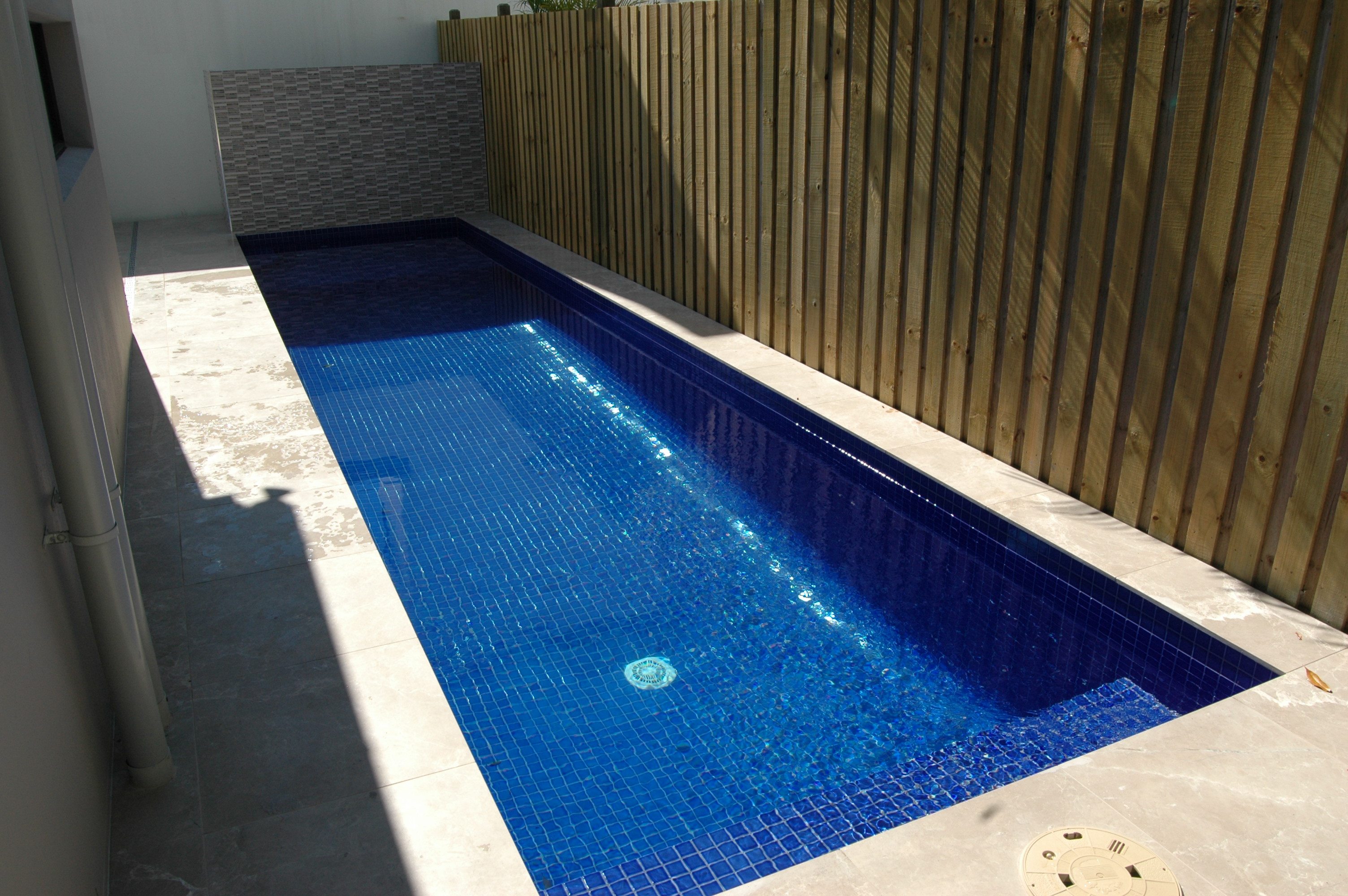 Brilliant ideas for small swimming pool homesfeed for Pool floor