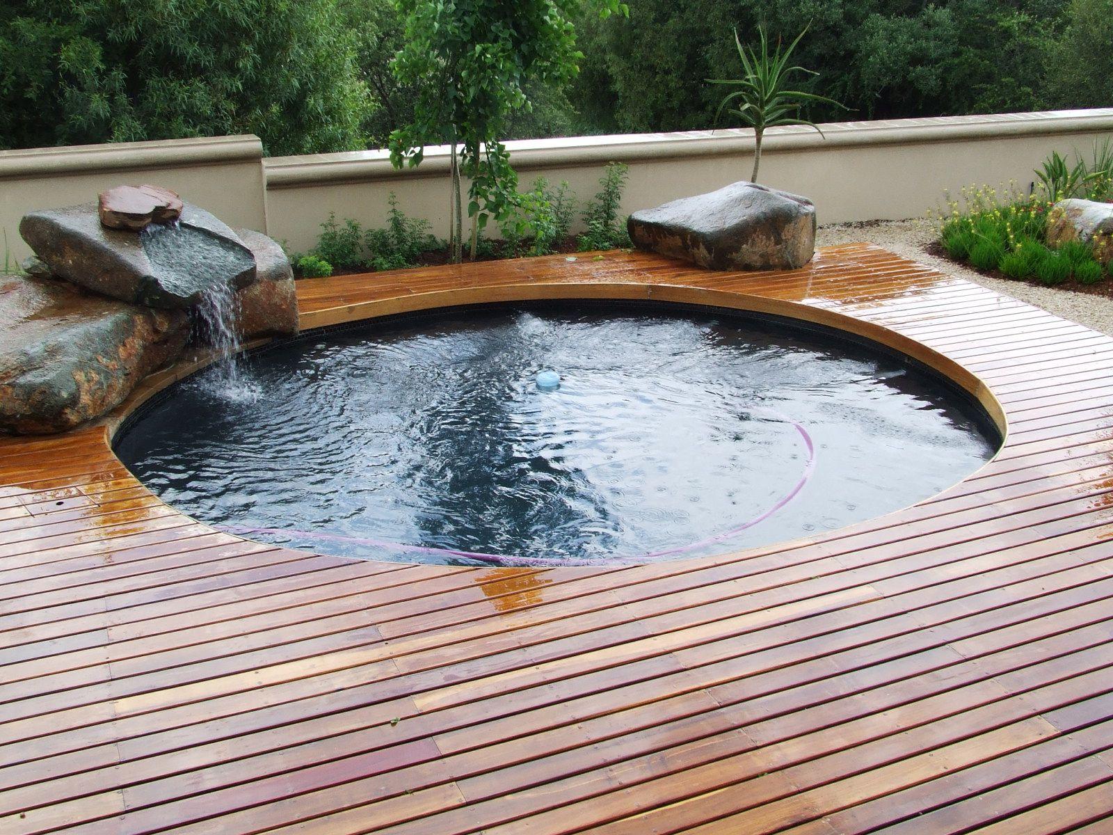 Brilliant Ideas for Small Swimming Pool | HomesFeed