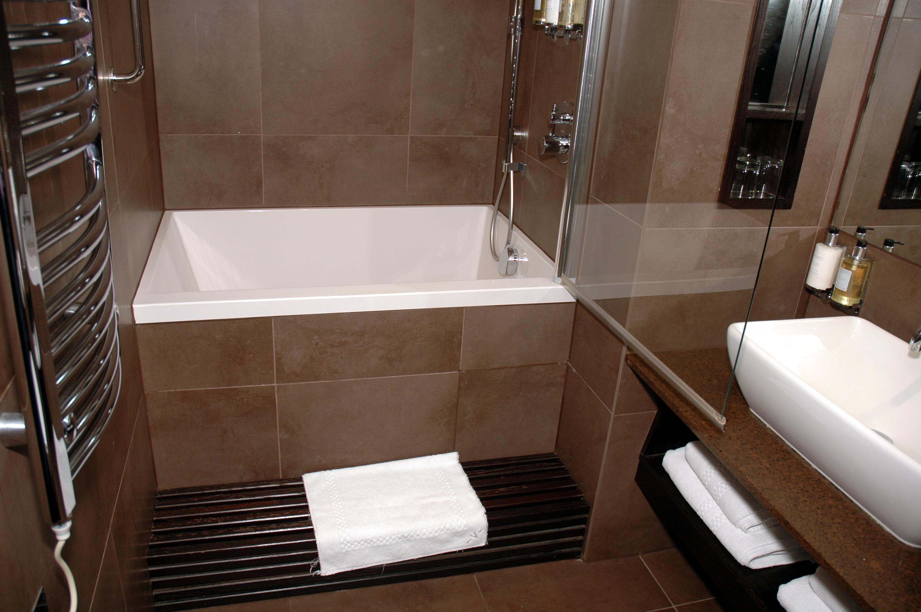 Deep Tub Awith Stainless Steel Faucet Unit Black Metal Built Steps Hang Kit