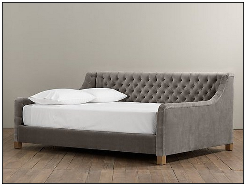 Full Tufted Lounge Bed