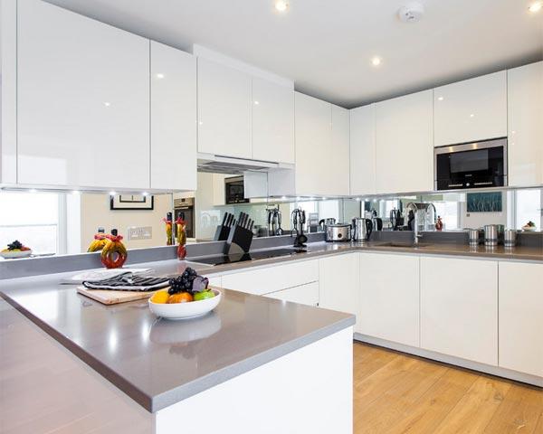 Modern and Cool Mirror Backsplash for Modern Kitchen ...