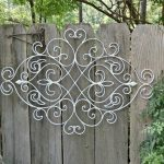 awesome nice coolest great decoration-soft-grey-wood-fence-decorations-with-silver-wire-unique-curved-cool-outdoor-fence-decorations-design-ideas-fence-designs
