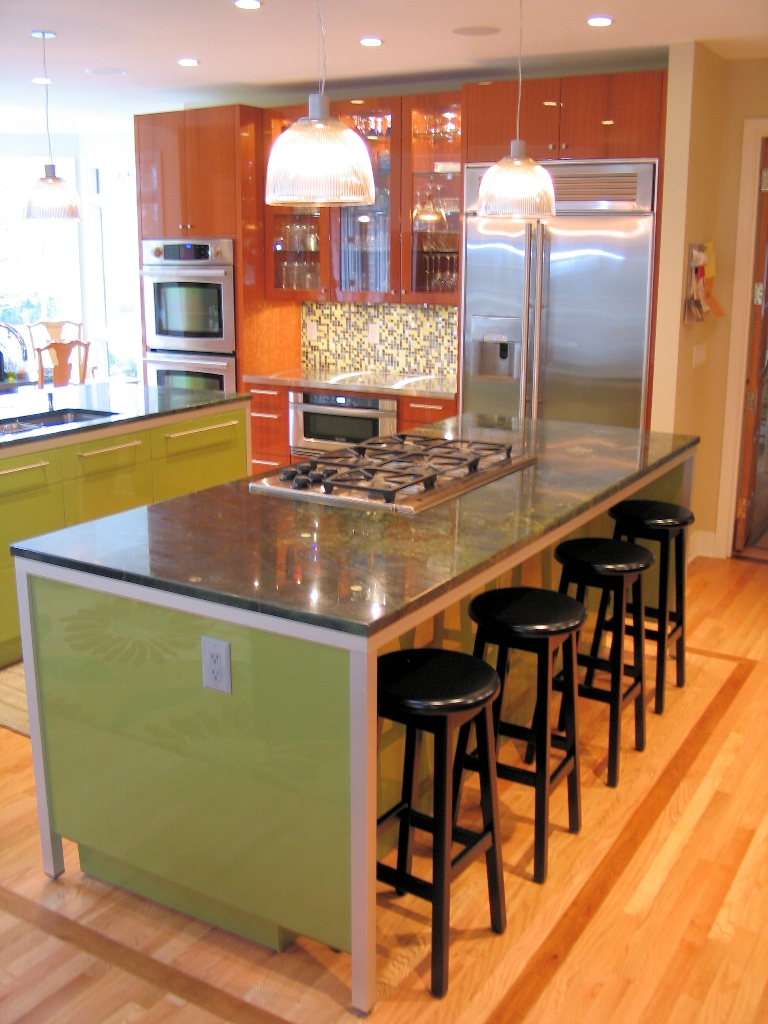 Kitchen Island With Bar Seating, Simple And Practical