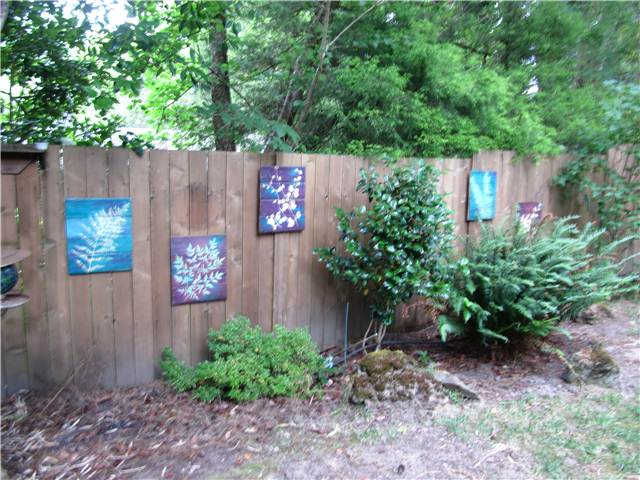 Adorable Various Design of Outdoor Fence Decoration ... on Backyard Wooden Fence Decorating Ideas id=66651