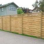 slate-arrangement lattice fence made from wood