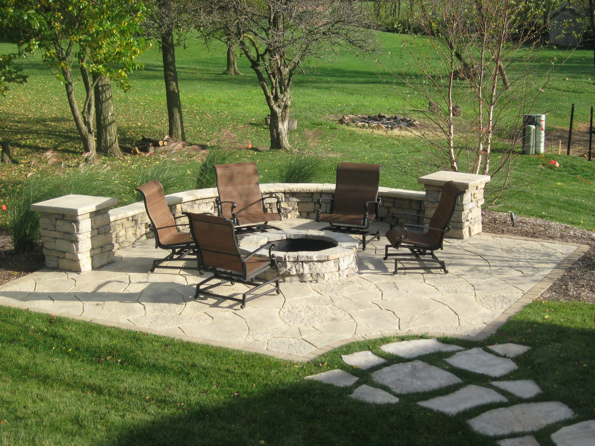 Tips of Best Patios with Fire Pits - HomesFeed on Backyard Patio With Firepit id=12861