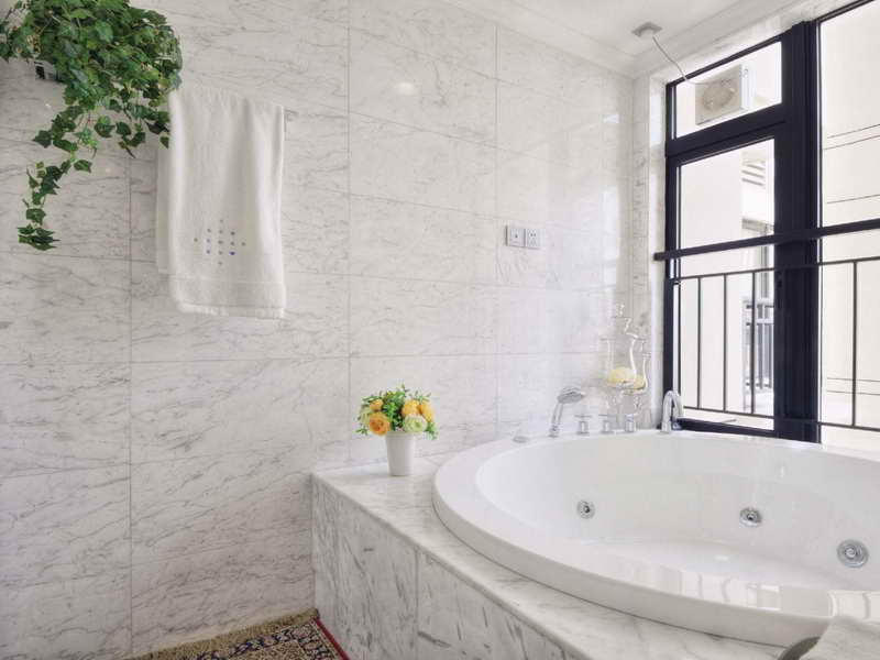 carrara marble bathroom designs carrara marble bathrooms how to decorate them homesfeed 16601