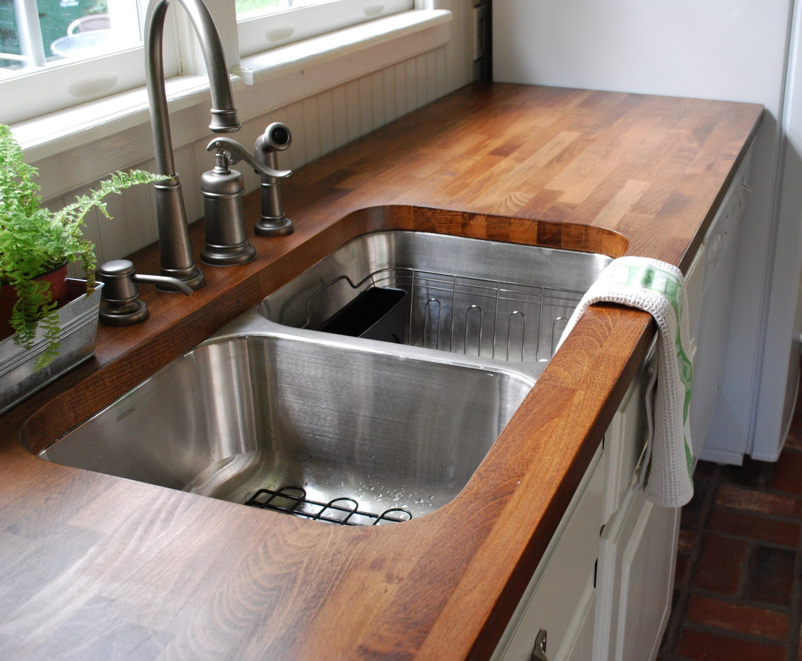Inexpensive Kitchen Countertop to Consider | HomesFeed