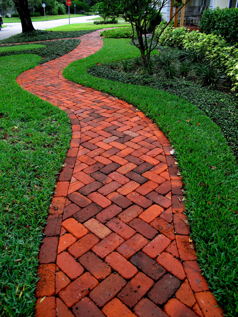 Build Contended and Stunning Patio and Pathways with Best ... on Backyard Brick Pavers id=39140