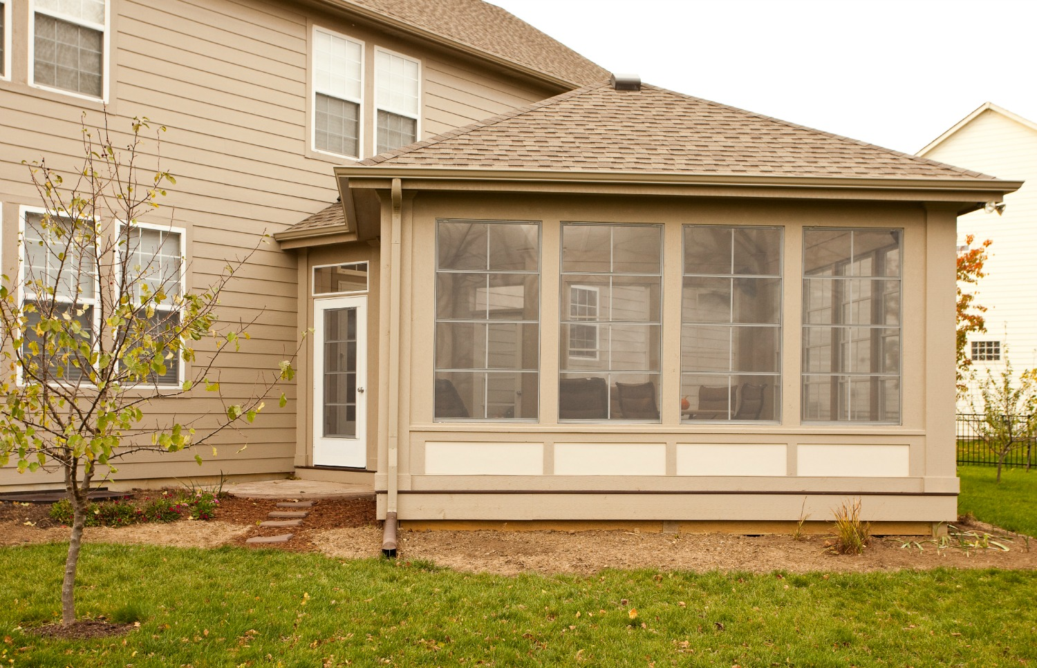 Three Season Exterior Design With Gl Windows And Door