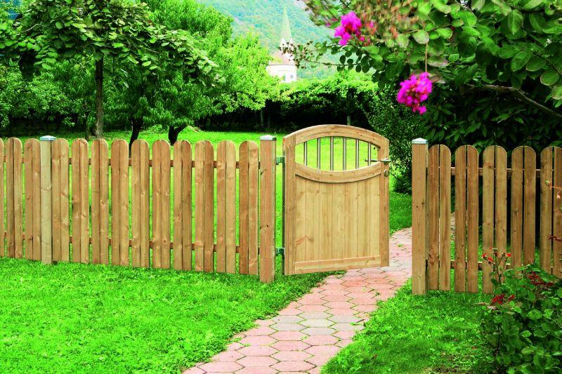 Backyard Fencing Ideas for Your Beautifull Garden | HomesFeed on Backyard Fence Landscaping Ideas id=22433