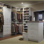 Large closet systems for garments and shoes collections designed by using closet design tool