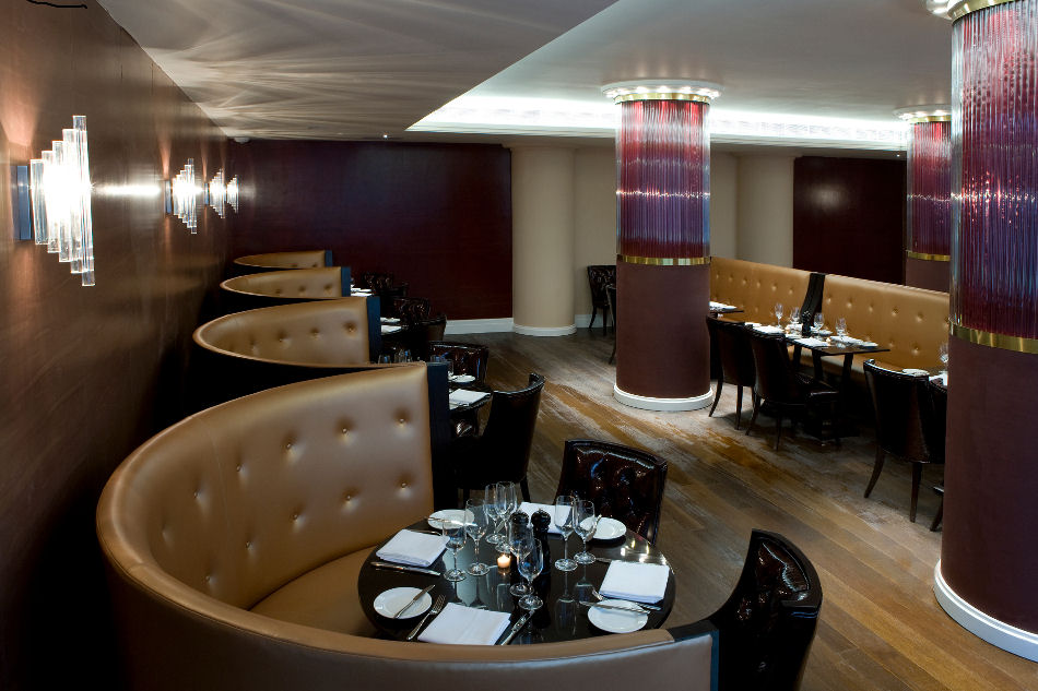 Intimate And Affectionate Dining Atmospheres With Curved