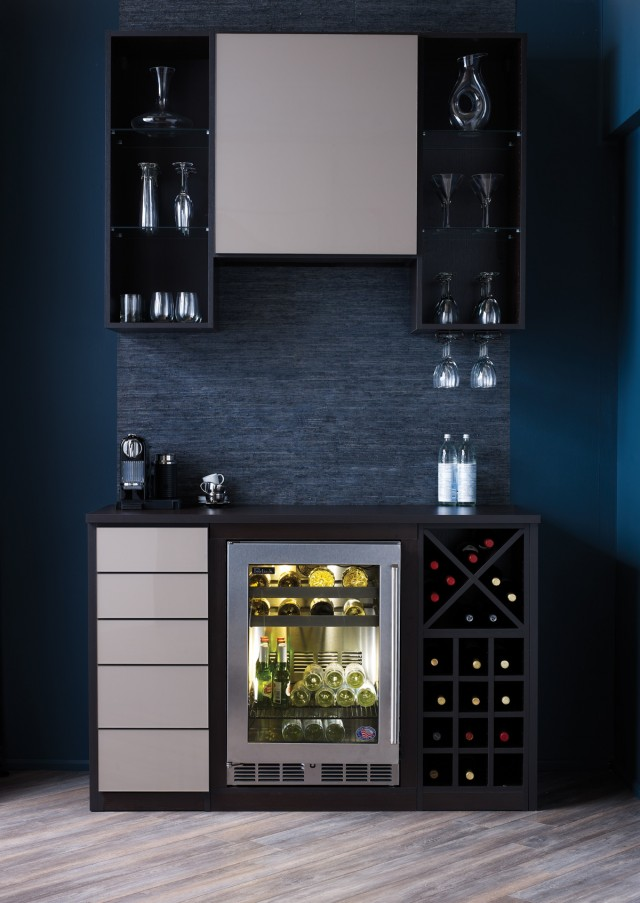 Mini Wine Bar In Modern Style With Black And White Storage Systems