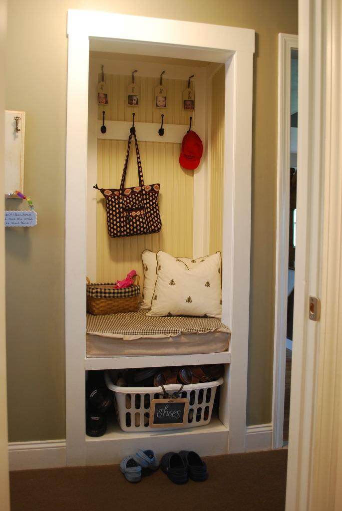 Simple Mudroom Storage Unit For Kids Stuffs Homesfeed