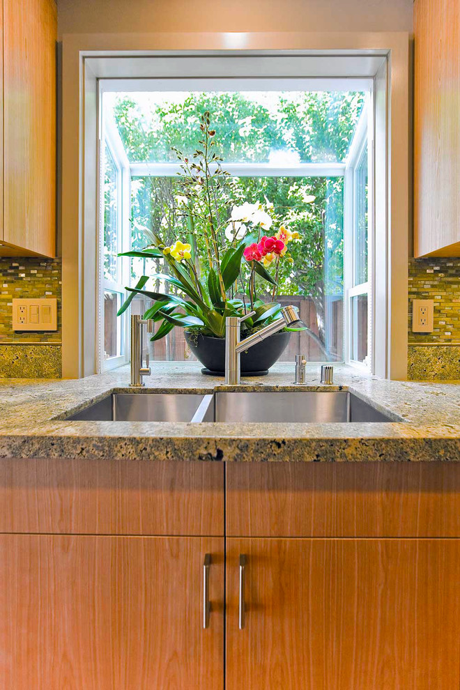 How To Decorate Behind Your Kitchen Sink