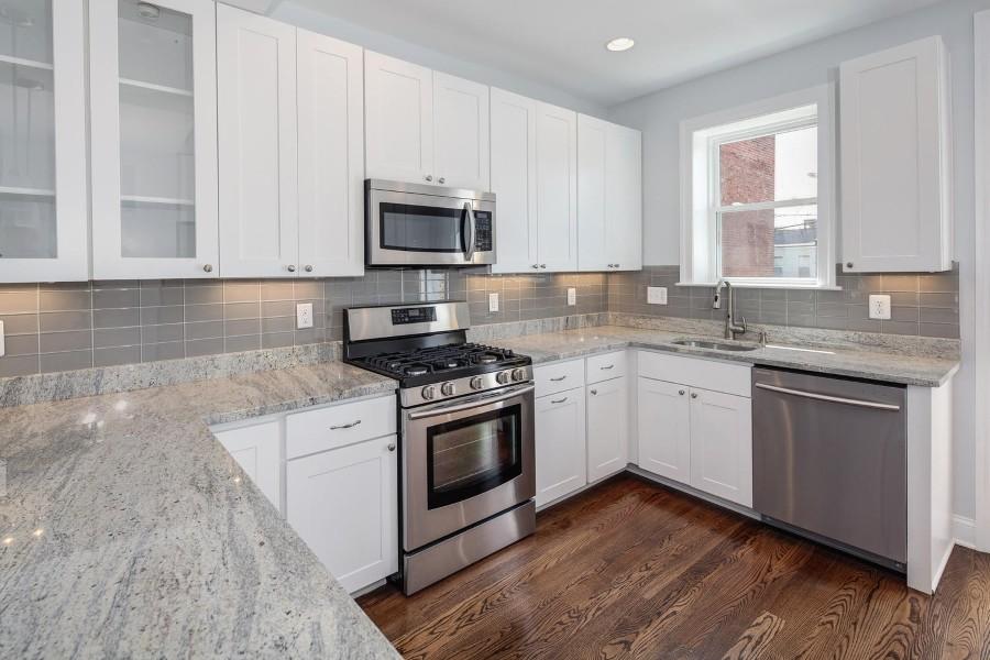 Cashmere White Granite Touches Kitchen Interior With Unlimited