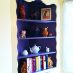 Built in corner shelves for organizing books and decorative features