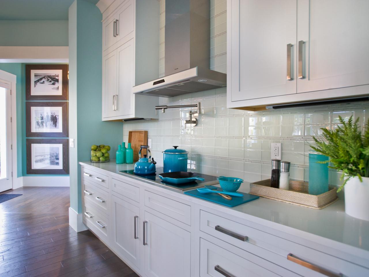 White Kitchen Backsplash Ideas - HomesFeed