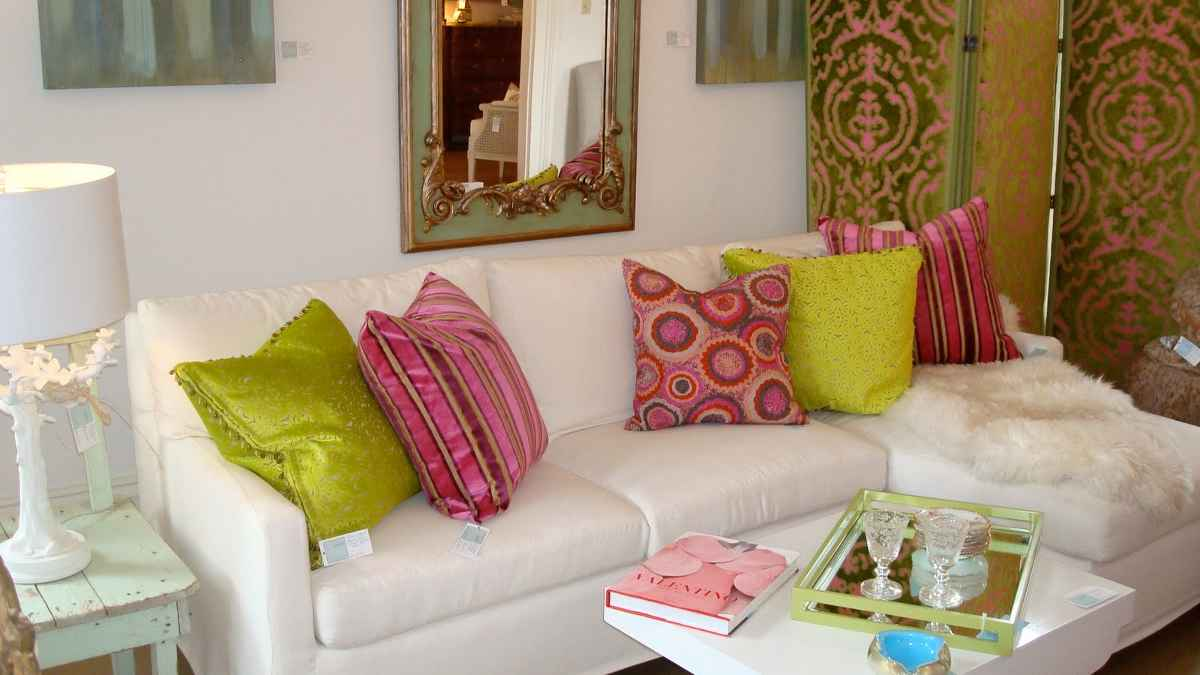 change sofa look onlybeautifying it with throw pillow ideas White Sofa with Pillows