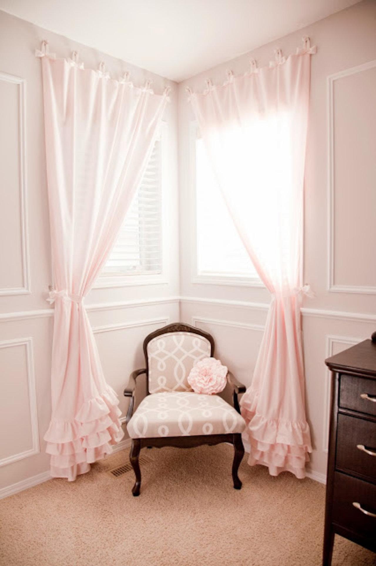Corner Window Curtains: Styles of Decorating Ideas – HomesFeed