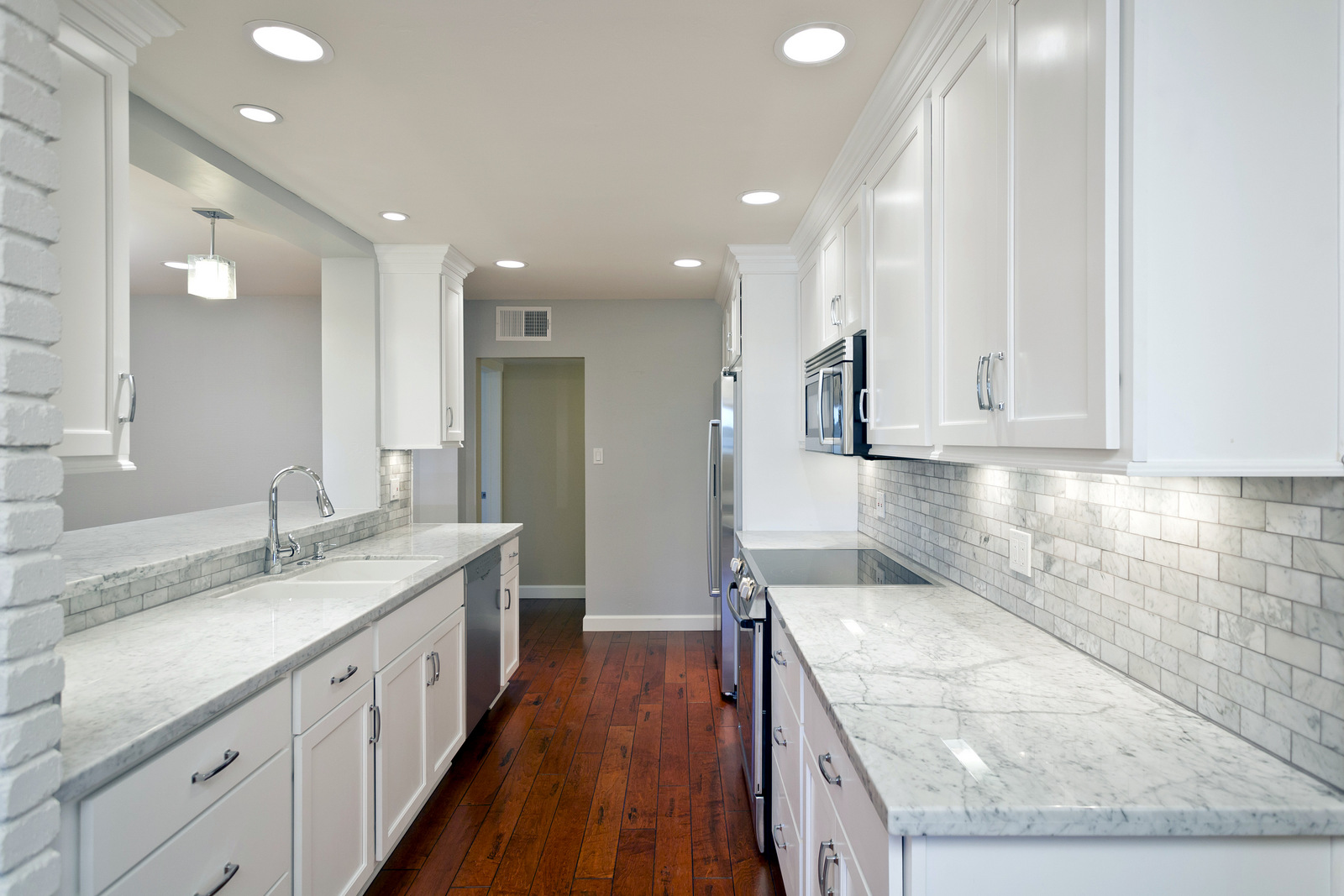White Kitchen Backsplash Ideas – HomesFeed