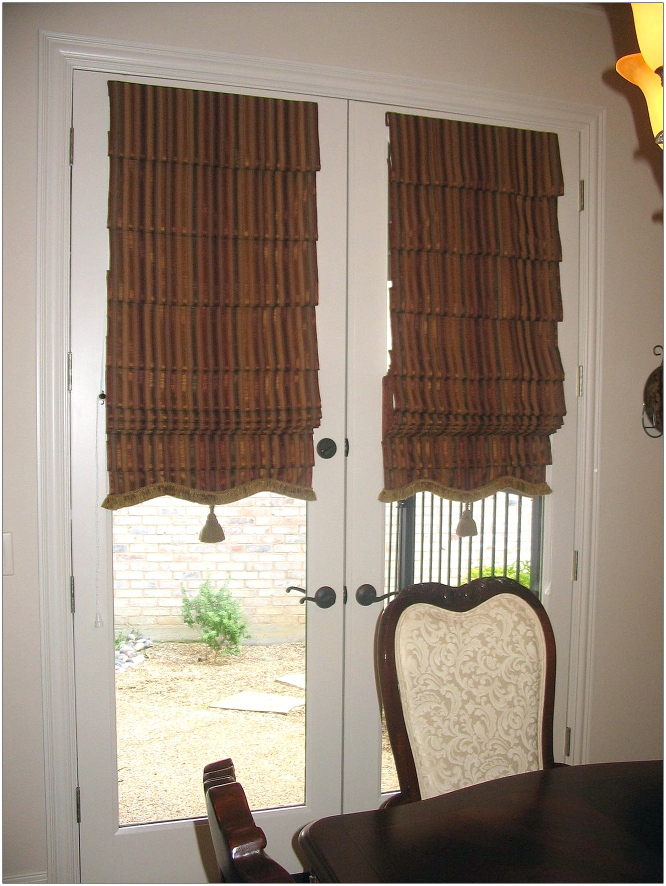 Curtain treatment ideas for glass front doors curtain for Front door window curtains