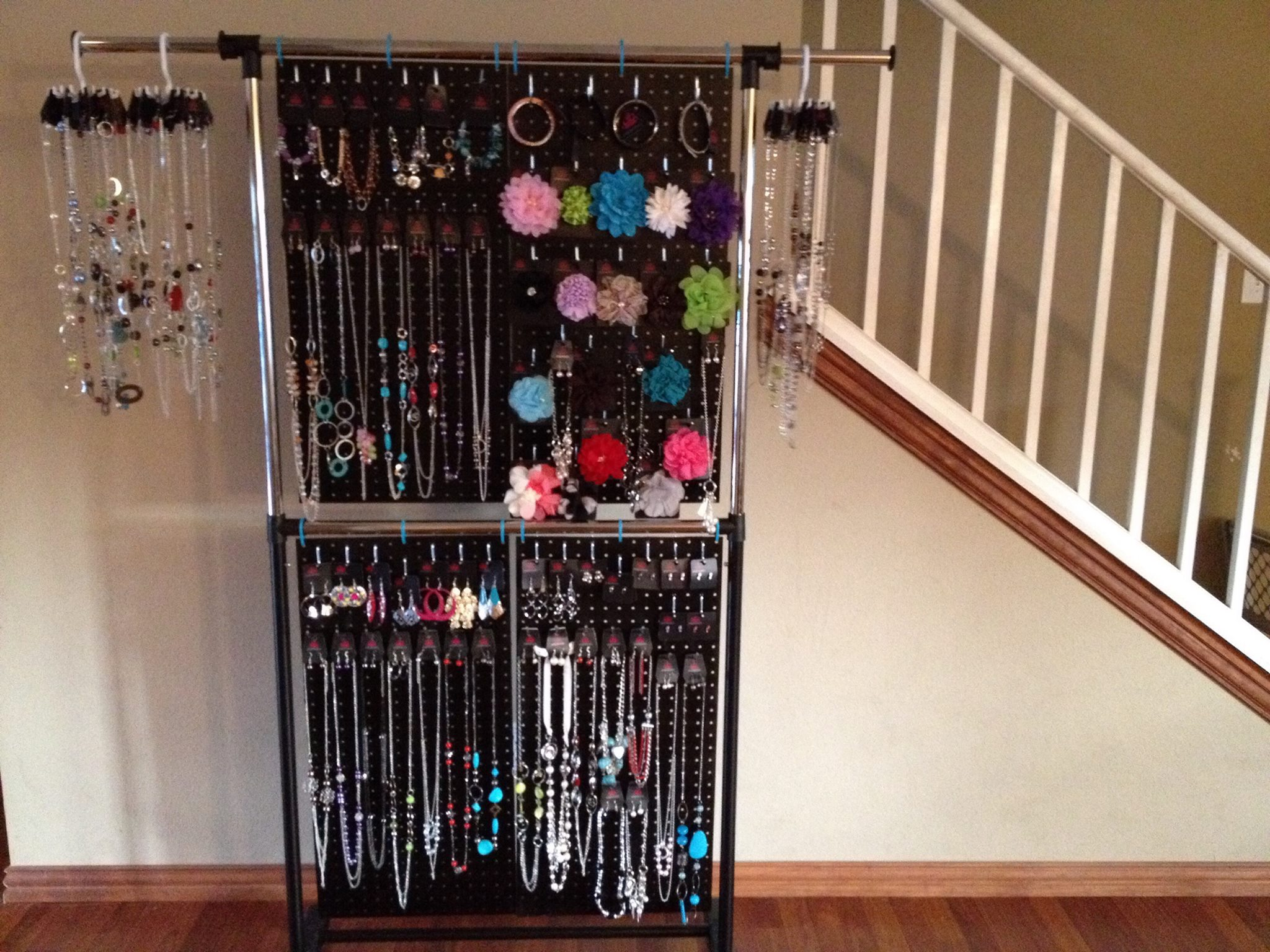 Make your own pegboard jewelry display homesfeed for Paparazzi jewelry display case