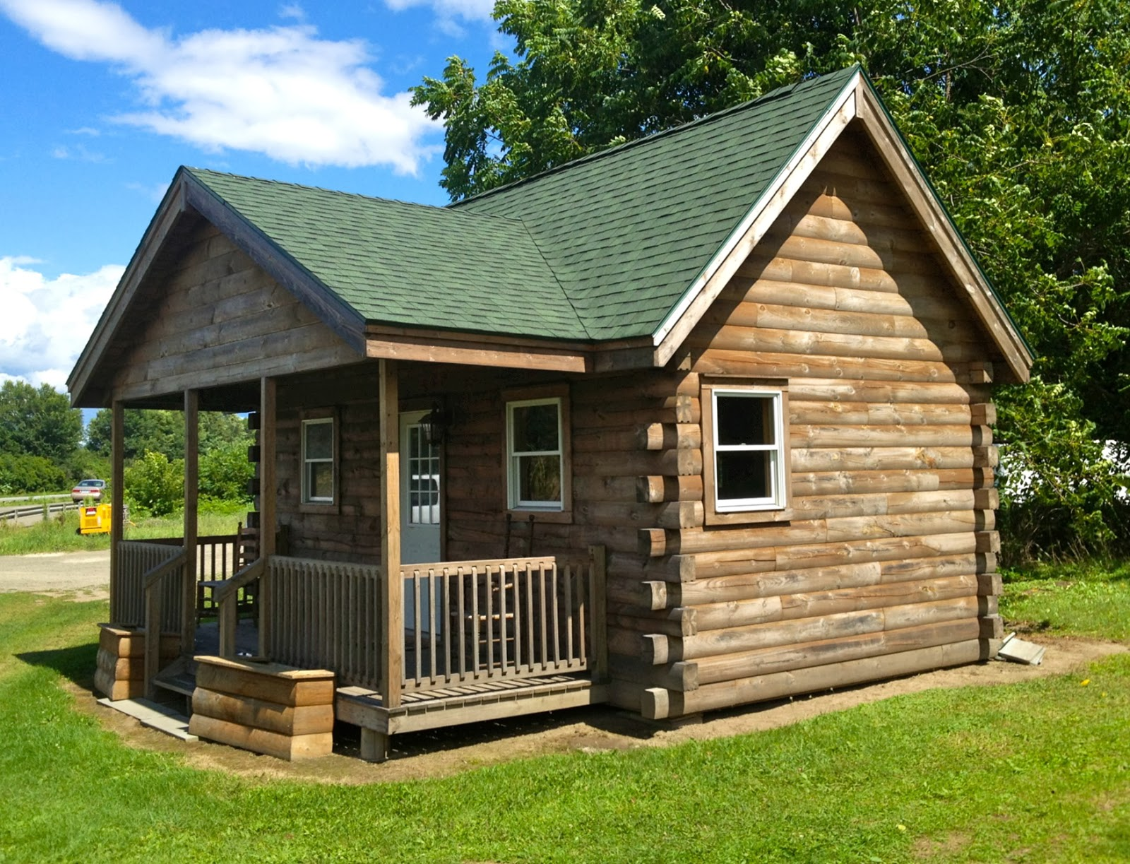 Tiny Home Designs: Country Home With Wood