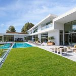 Fleetwood Windows And Doors Luxurious Modern House Swimming Pool Clean Modern Patio Outdoor Patio Furniture Green Grass