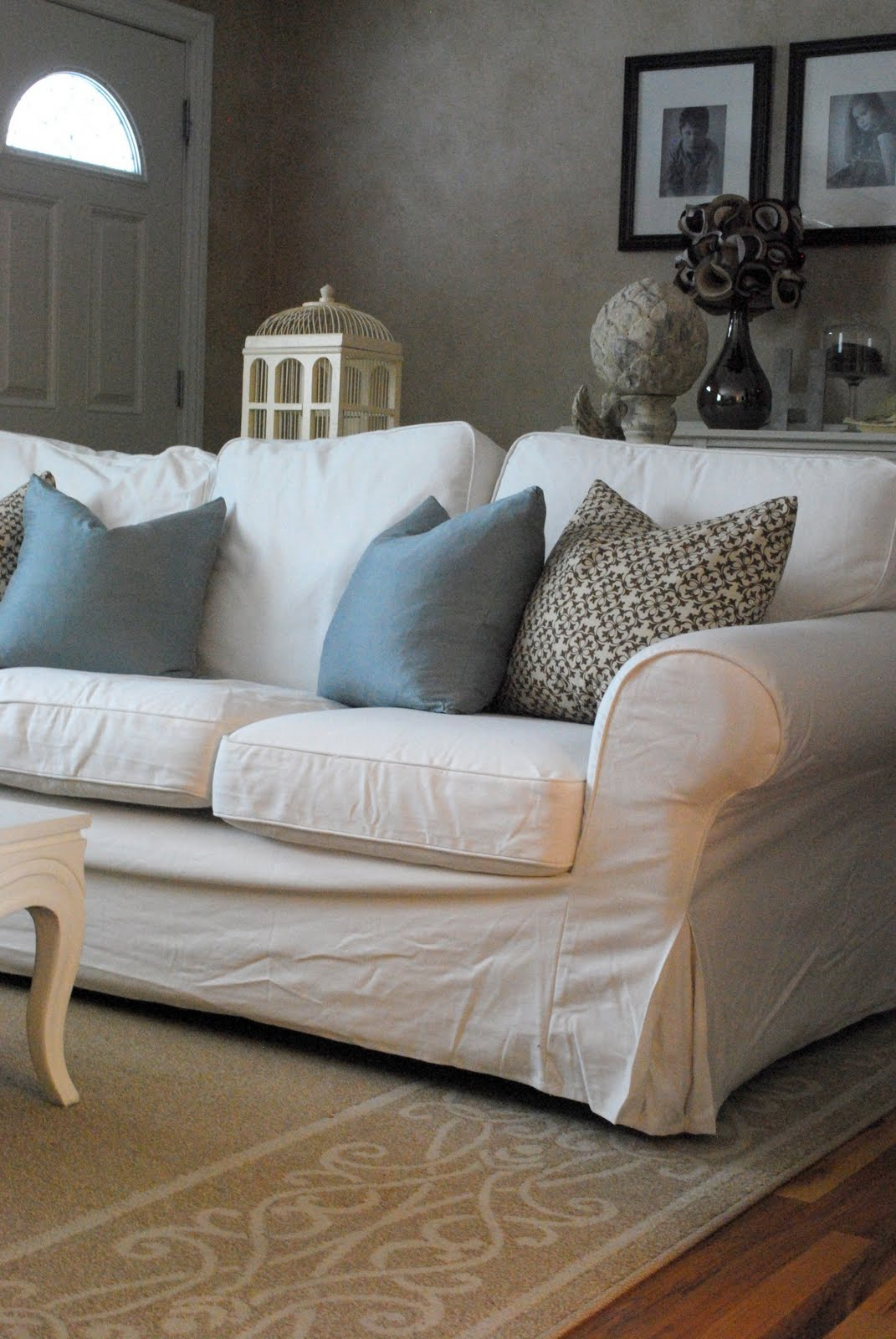 Comfortable white slipcovered sofa that brings for Living room sofa